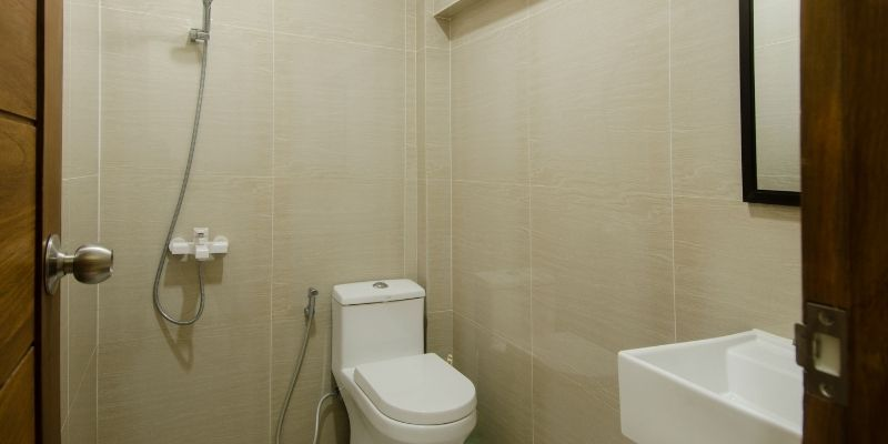 Toilet Duduk Yang Ada Di Dalam Hunian