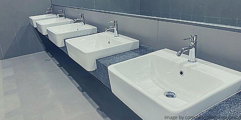 Toilet Umum Sarang Virus Corona